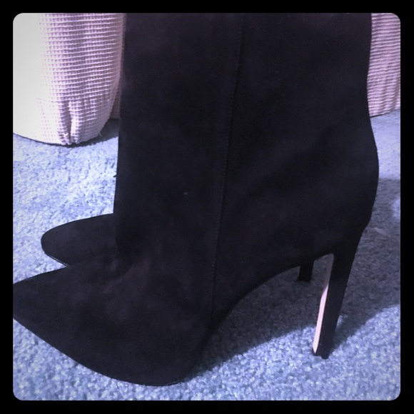 Womens High Heeled Black Suede Boots